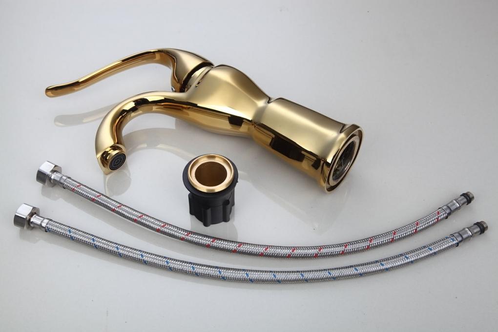 Nostalgische gouden wastafelkraan Klassiek model goud ...